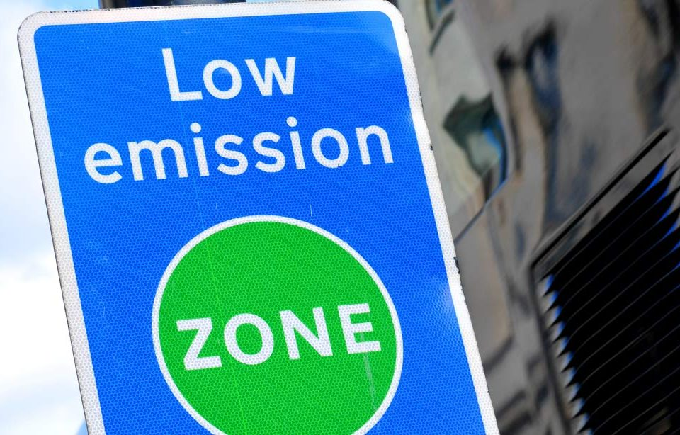 Low Emission Zone Road Sign
